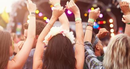 umsonst und draußen, Festivalbesucher feiern