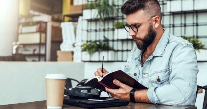 Bedienungsanleitung schreiben im Café
