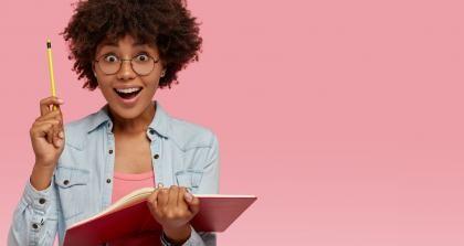 Eine Autorin kommt durch eine Schreibübung und die richtigen Tipps auf eine Idee